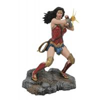 DC Gallery Justice League Movie Wonder Woman Bracelets PVC Diorama 9-inch