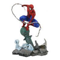 Marvel Spider-Man (Lampost) Gallery Diorama PVC 11-inch Diamond Select 83711